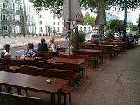 Hammerstr. calle con restaurantes en Mediahafen - Düsseldorf