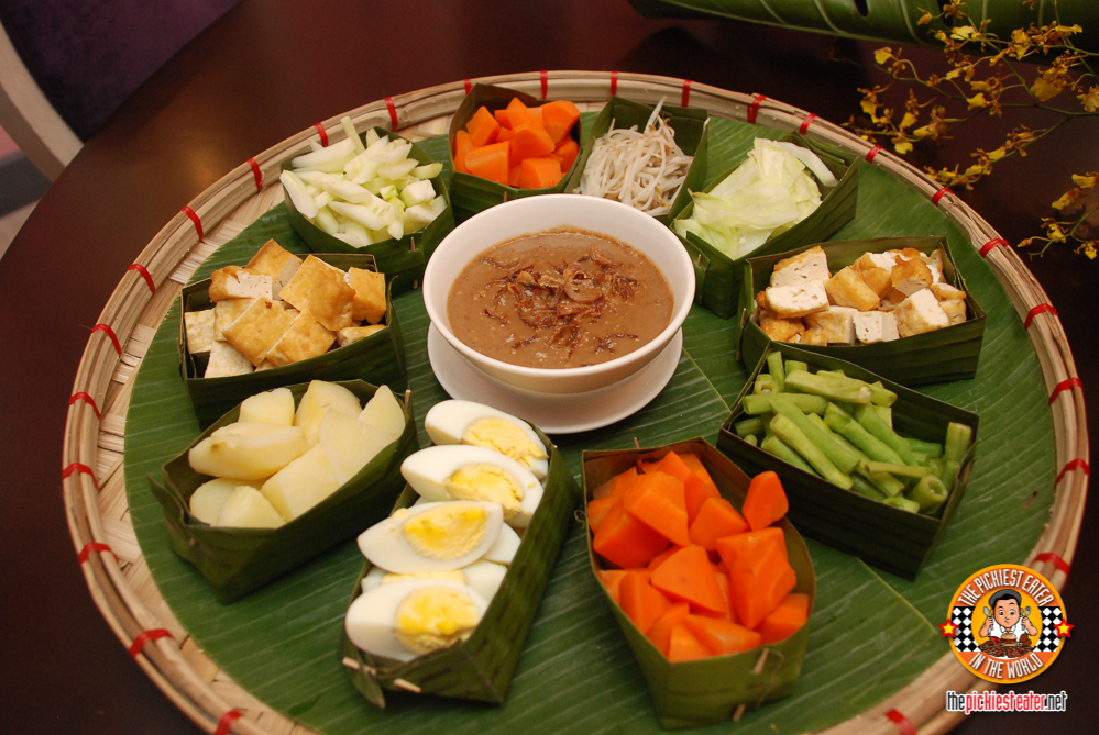THE PICKIEST EATER IN THE WORLD: The Nostalgia Dining Lounge's Indonesian Food Festival!