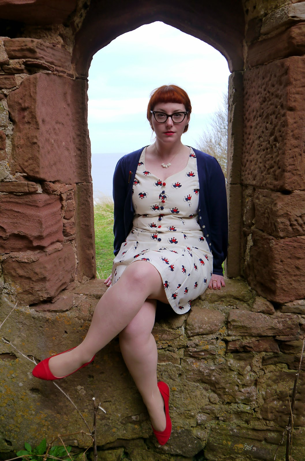 Scottish blogger, Ginger, red head, Vintage style dress, unmbrella print, Nishe dress, dreaming of spring, spring style, leopard print coat, cat eye glasses, cardigan style