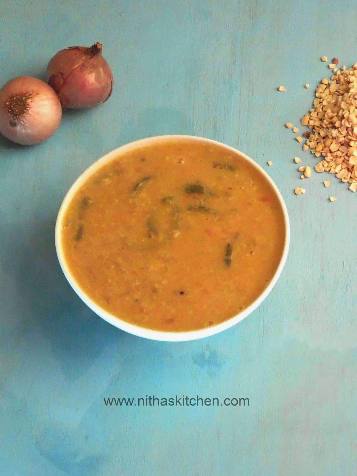 Thattai Paruppu Pudalangai Kuzambu | Red Chori Dal with Snake Gourd ...