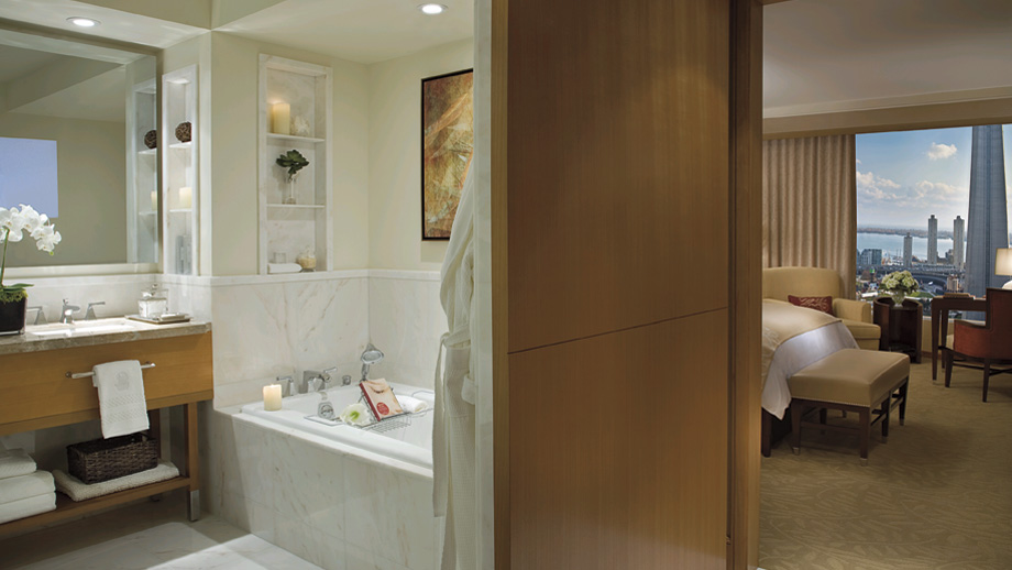 To da loos The Ritz Carlton bathroom my husband stayed in