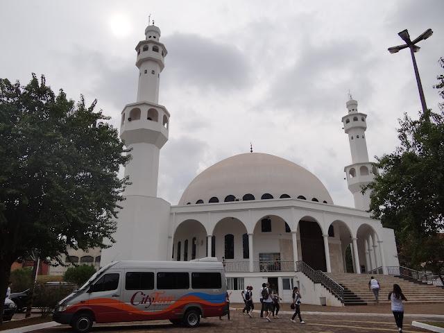 van da loumar turismo levando blogueiros #BlogTurFoz para a Mesquita de Foz do Iguaçu