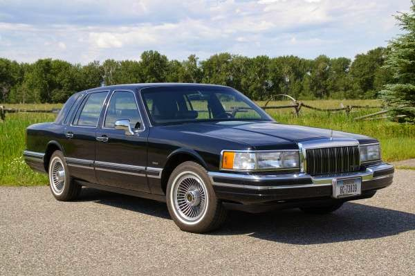 Daily Turismo  10k  Ultra Low Miles  1990 Lincoln Town Car