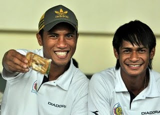 Smile ala duo singapura
