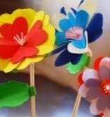 http://manualidadesparaninos.biz/flores-de-papel-con-pajitas-de-plastico/