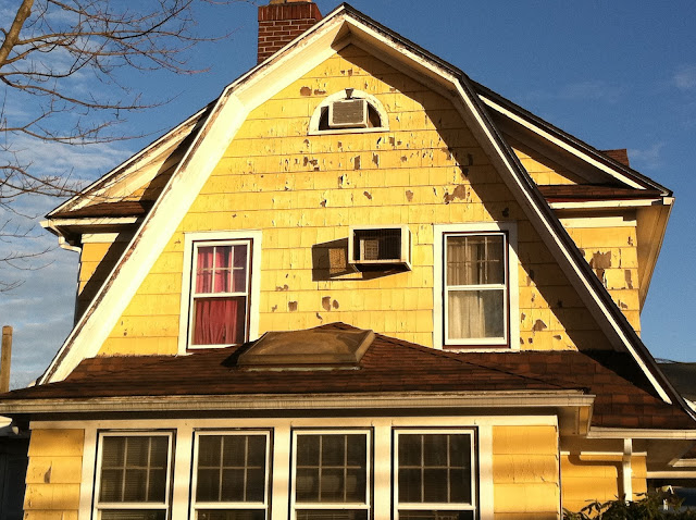 Old-Yellow-House-in-Farmingdale