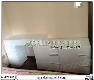 Meja rias modern minimalis model Selena 2