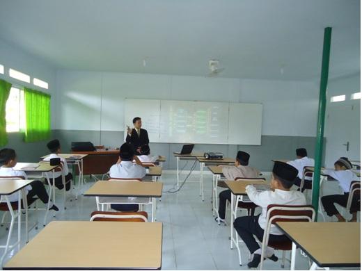 Suasana Belajar di Pondok Pesantren Modern Ar Ridho Sentul