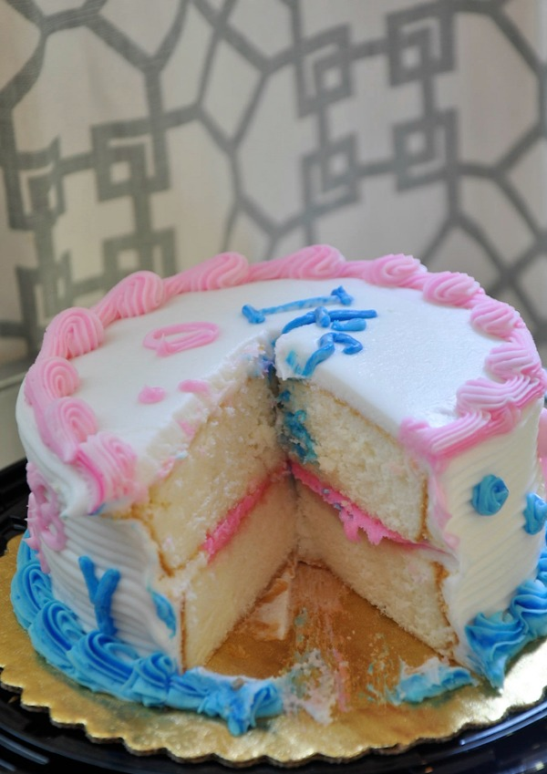 Gender Reveal - Gender revealed in the icing of the cake | Honey We're Home