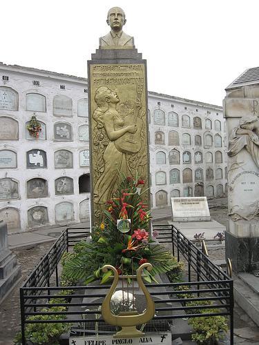 Monumento de Felipe Pinglo