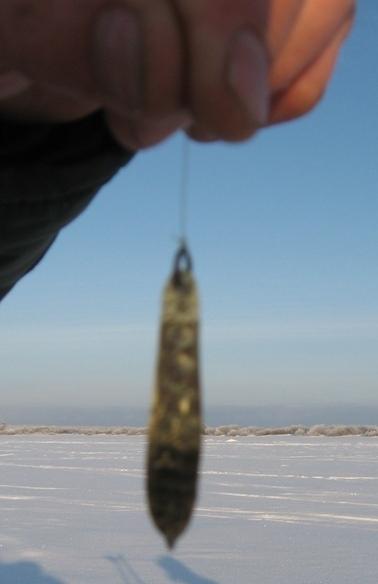 Зимняя  блесна при ловле окуня не должна быть слишком крупной