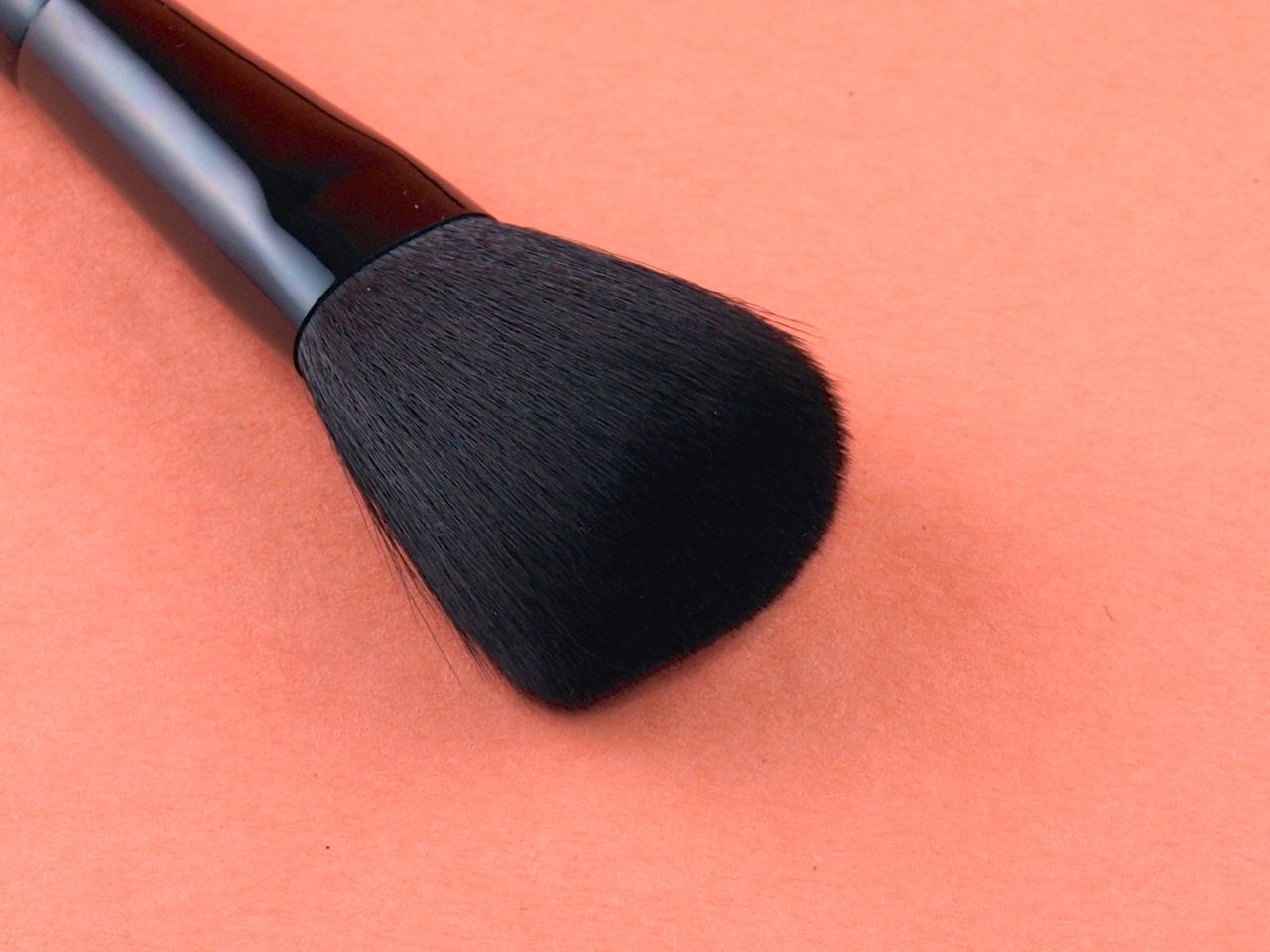 Tweezerman Brush IQ Makeup Brush Review