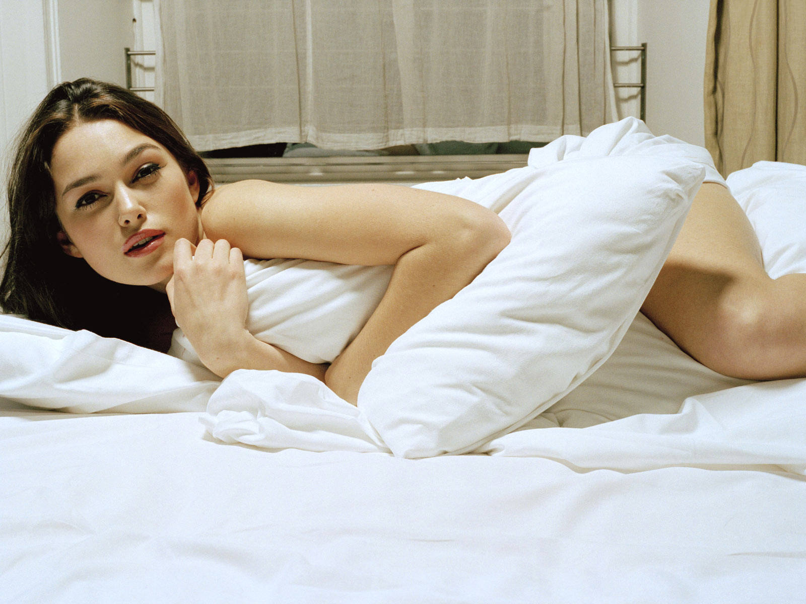 http://2.bp.blogspot.com/-WH9AcQS3a4g/TjON8RPHedI/AAAAAAAAEY0/CbeVqSbVsGQ/s1600/Keira-Knightley-Sexy-Hot-hd.jpg