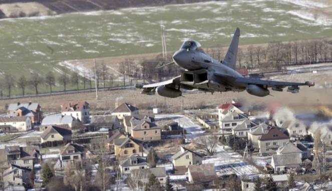 Pesawat-pesawat Rusia 'Hancurkan' Pertahanan Inggris