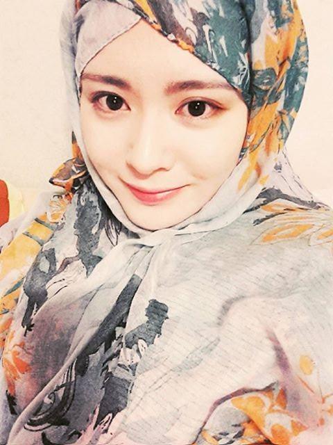 Ayana Moon, Hijaber Cantik Asal Korea Selatan yang Populer di Instagram