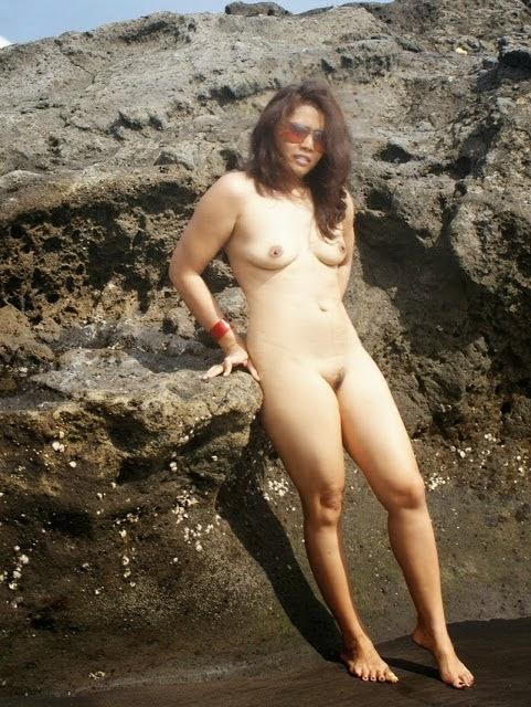Foto Bugil Tante di Pantai