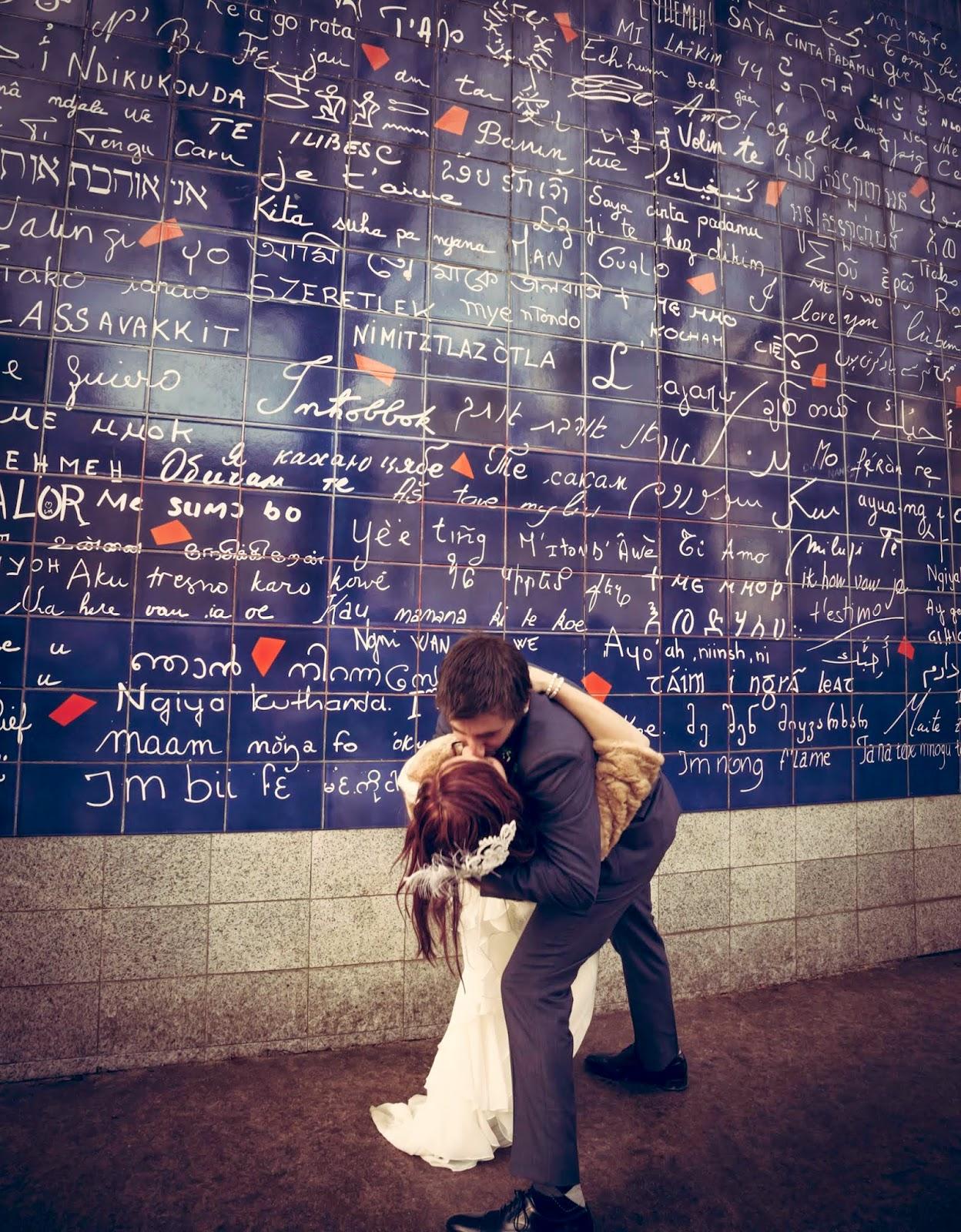 baiser devant le mur des je t'aime