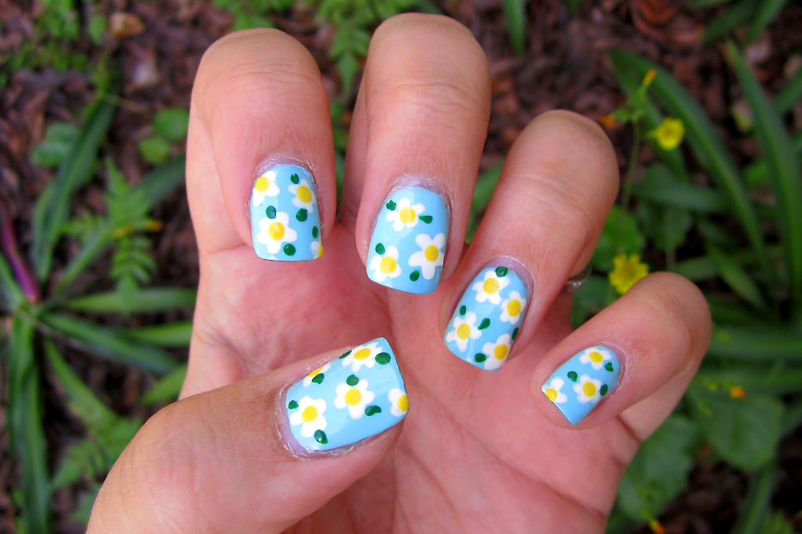 Not Your Average Ashley: Daisy Nails Tutorial