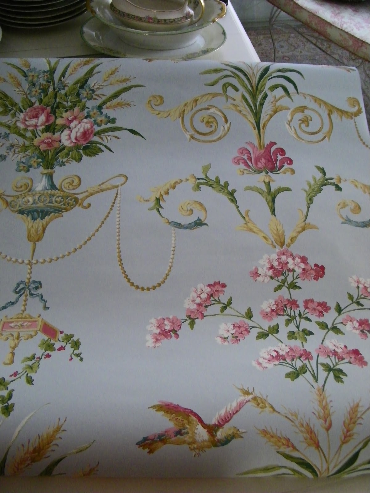 http://2.bp.blogspot.com/-WHNcOLOE4Sk/TZCcoGHM11I/AAAAAAAAEQM/Y1e6qNXk7tY/s1600/wallpaper+cabinet+035.JPG