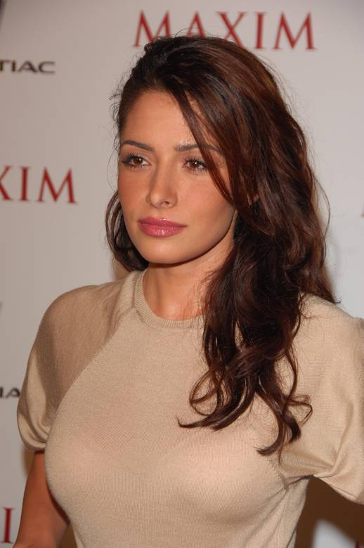 Sarah Shahi Bra Size, Height, Weight And Measurements