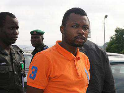 Photo-EFCC nabs student for defrauding a foreigner of $6.9m( N1.03Billion Naira)