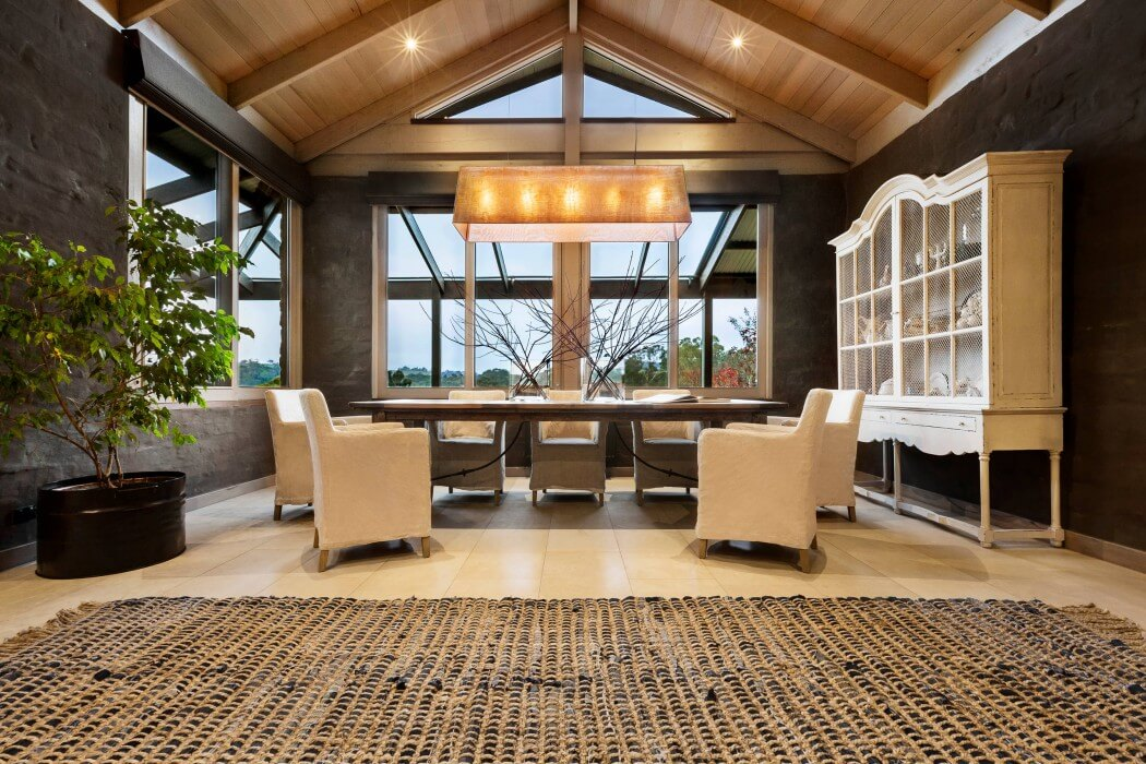 Interior de una casa moderna con toques cl sicos y naturales - Casas clasicas modernas ...
