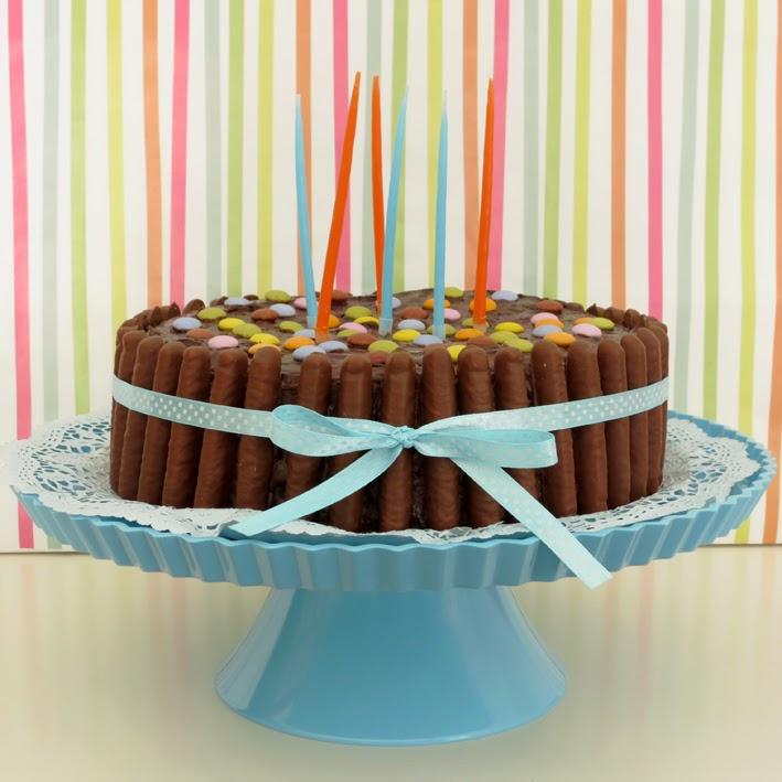 Fabrico Caseiro: Bolo de Aniversário de Chocolate e Pintarolas