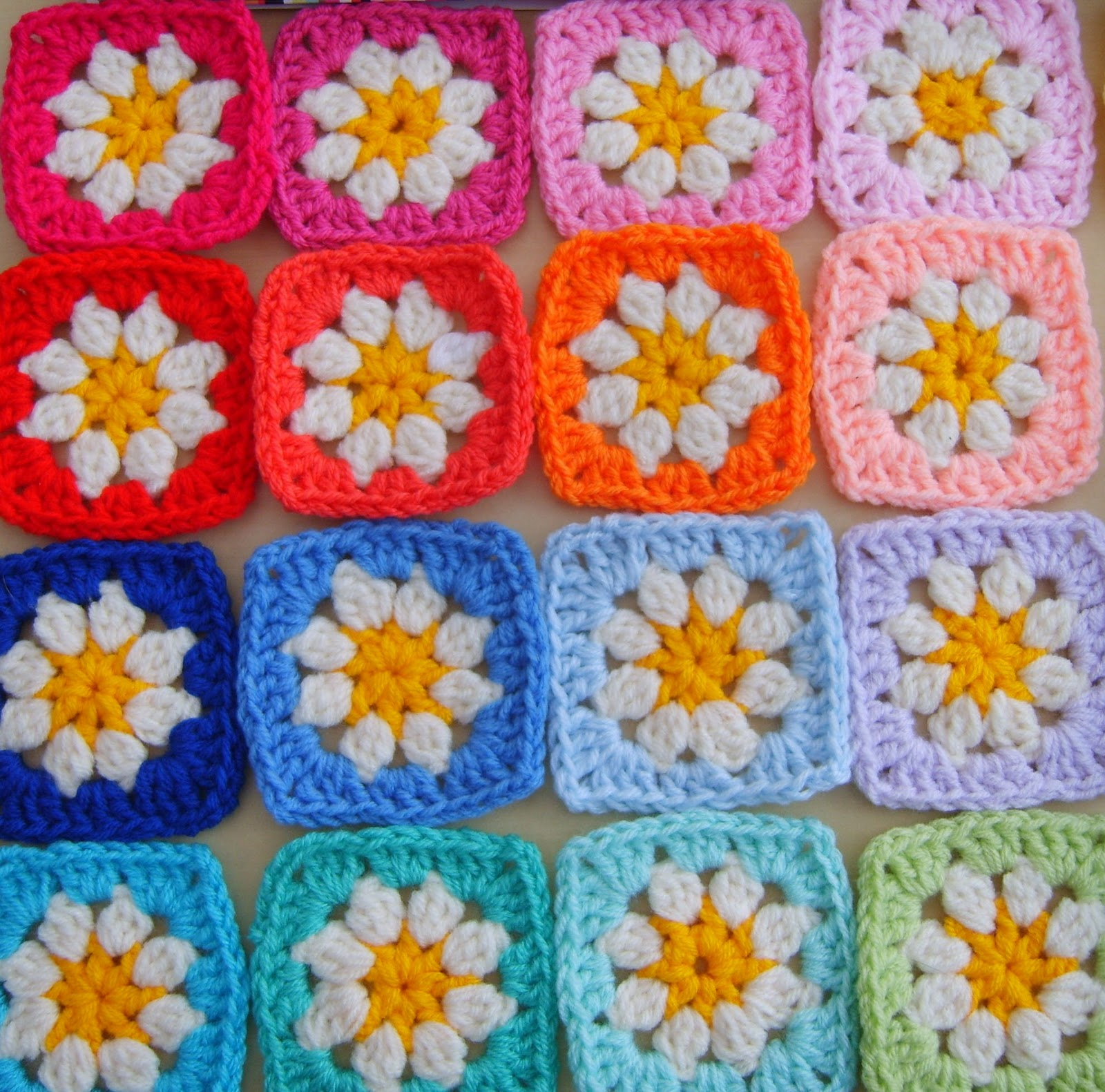 Suz Place: HALL RUG PATTERN USING DAISY GRANNY SQUARE pattern link