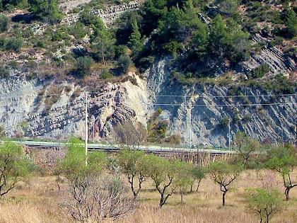 L'anticlinal de Mig-Món a tocar del barri de Cal Trist. Autor: Florenci Vallès. Institució Catalana d'Història Natural del Bages