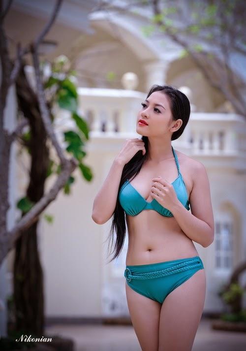 Hoa hậu Thái Nhã Văn Khoe sắc với bikini bên hồ bơi 10