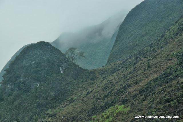 La beauté Meo Vac se cache sous les nuages - Photo An Bui