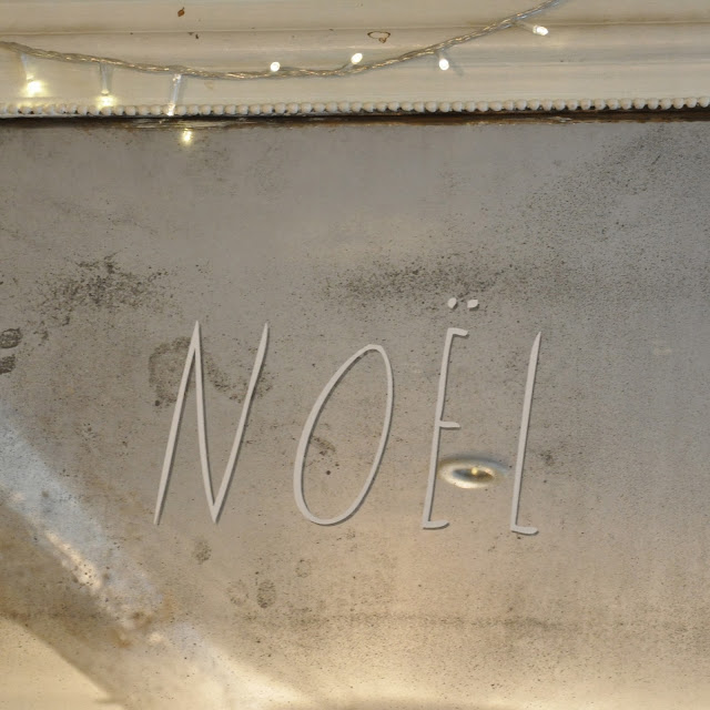 http://www.vdj-boutique.com/-decorations-pour-la-maison/3726-sticker-noel-blanc-shanna-murray.html