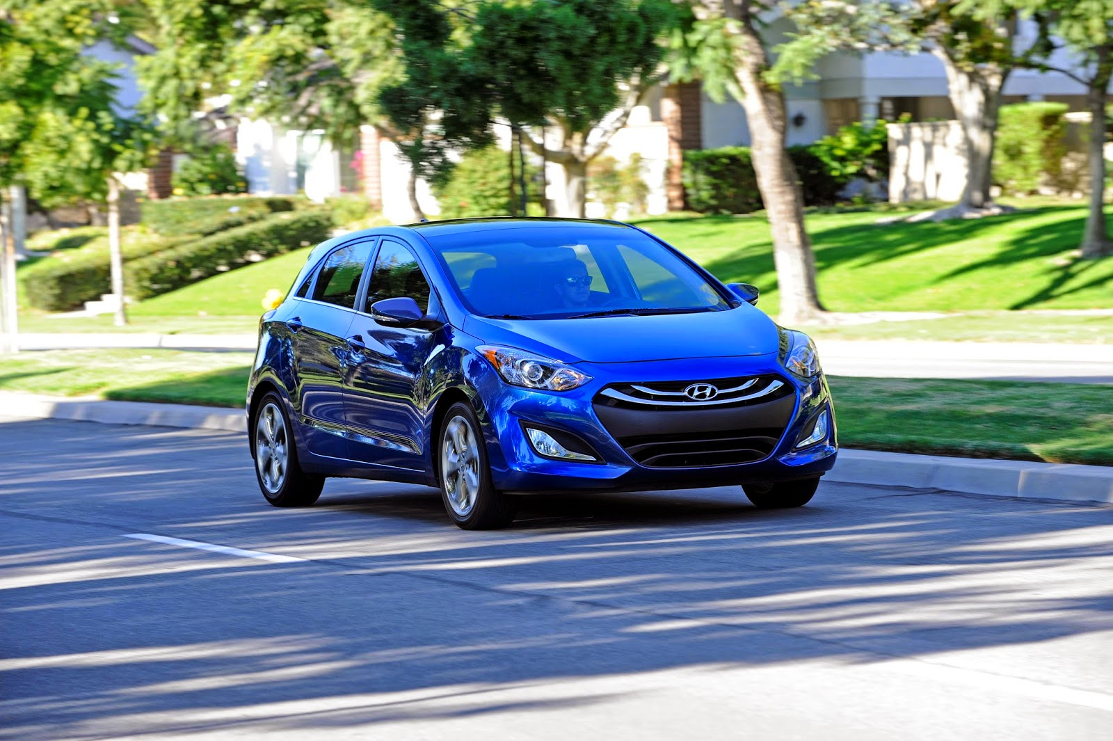 Front 3/4 view of 2014 Hyundai Elantra GT