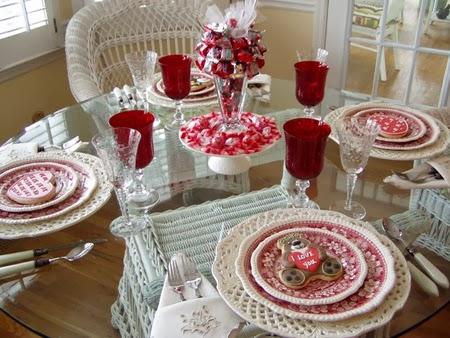 Украса на маса с букет от бонбони за Свети Валентин