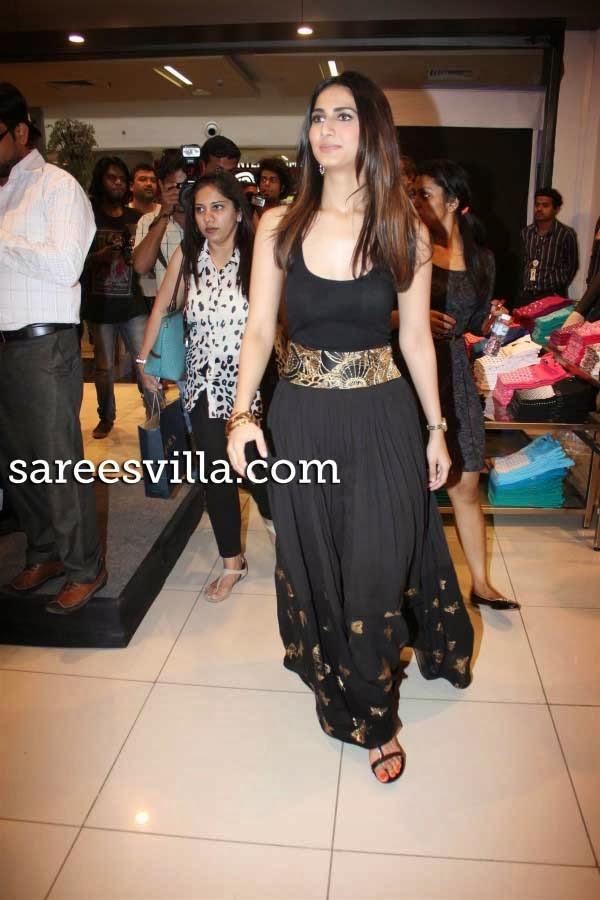 Actress Vaani Kapoor in Max Store