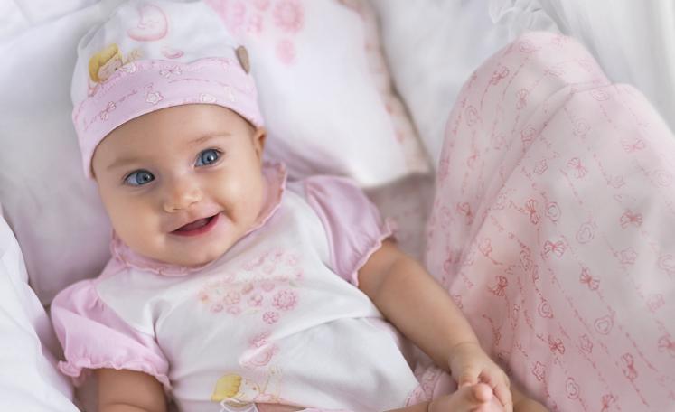 foto bayi wanita lucu