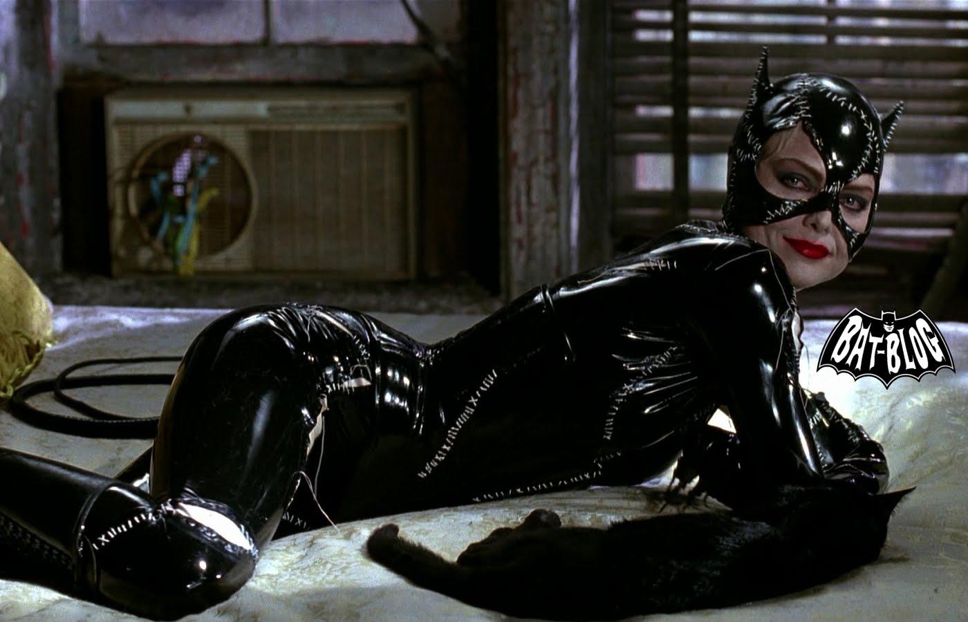 http://2.bp.blogspot.com/-WJq1WTae_3A/TcKhJsFDt0I/AAAAAAAAPGg/CunoGOTqmno/s1600/wallpaper_catwoman_batman_returns_2.jpg