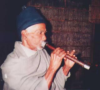 Bombashi Flute player