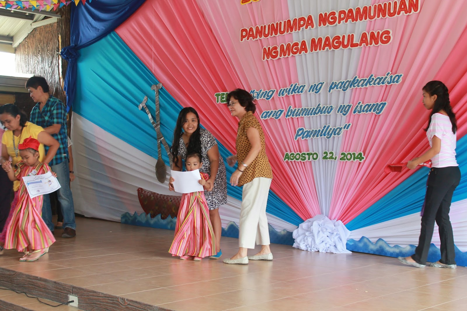 My life august 2014 august 22 escuela de la consorcia celebrated buwan ng wika and awarded certificates to achievers for first grading i wasnt expecting but im hoping yadclub Choice Image