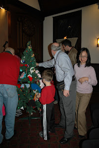 Decorating the Mitten Tree for Children from El Centro del Inmigrante