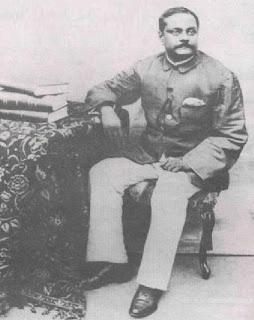 सुभाष के पिता जानकीनाथ बोस का सन् 1905 का चित्र विकिमीडिया कॉमंस से