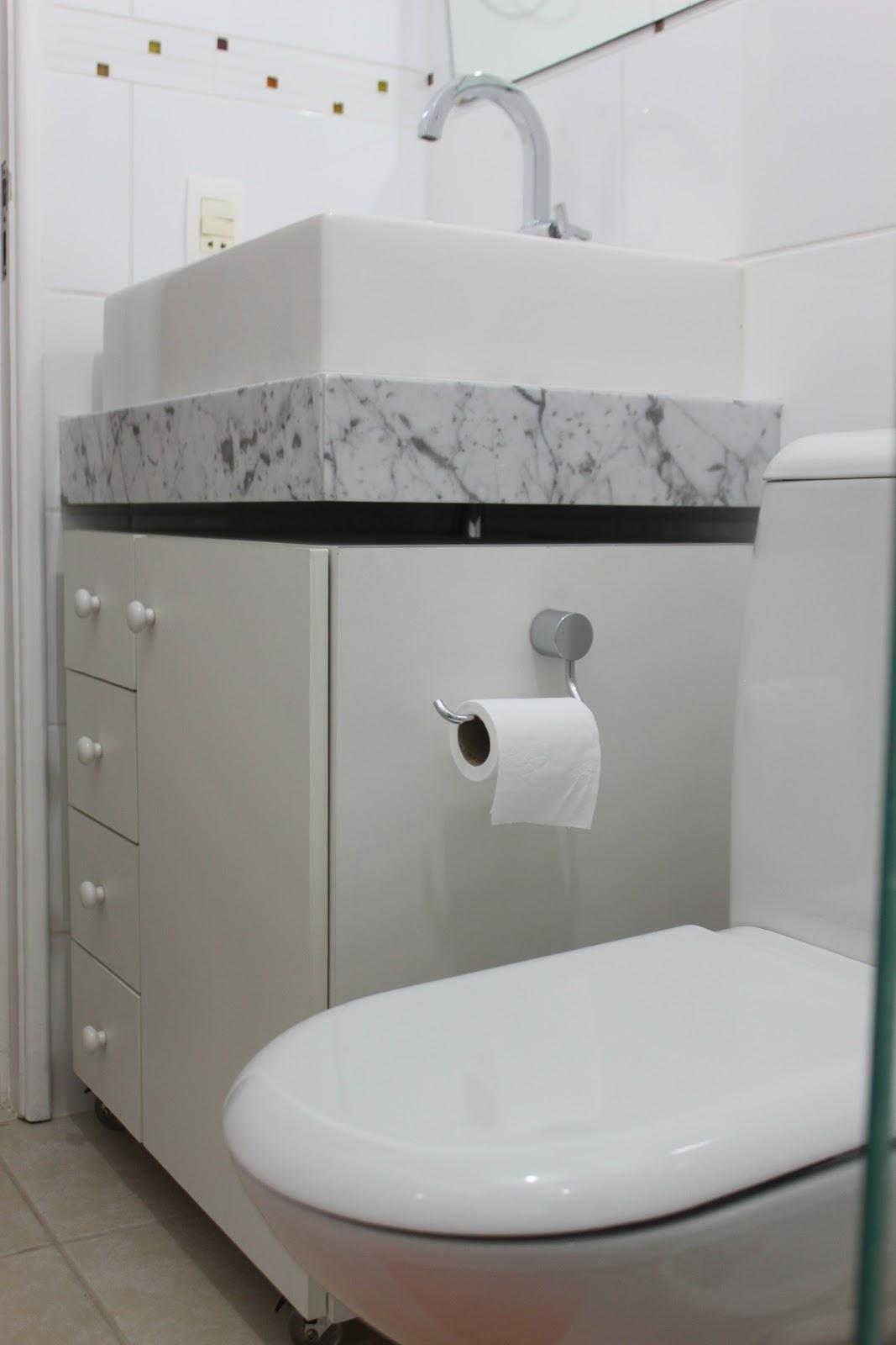 Por falta de espaço colocamos o suporte de papel higiênico fixo no  #685146 1067x1600 Acessorios Banheiro Tok Stok