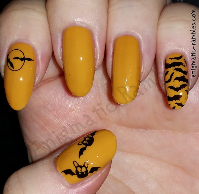 halloween-bat-nails-nail-art