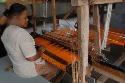 proses tenunan songket melayu Riau