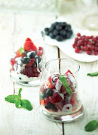 SALAD BERRIES YOGHURT