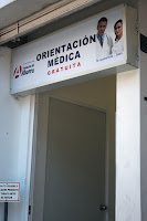 alt establecimiento ofreciendo consulta médica gratis