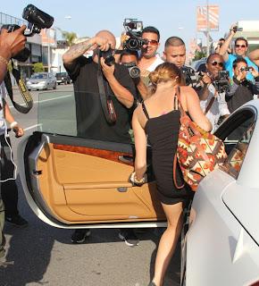 Foto Miley Cyrus Tak Pakai Celana Dalam