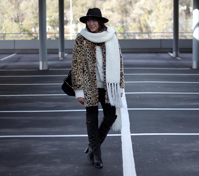 outfit-winter-trend-fashionblogger-leopardenmantel-newyorker-overkneeboots-paris-show-collection-hmtrend-pullover-studded-citybag-zara-nieten-hut-skinny-jeans-highwaist