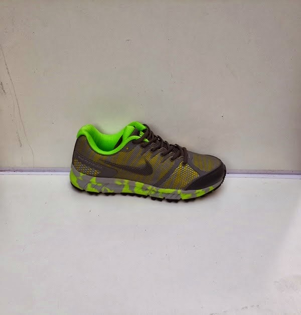 sepatu nike pegasus hijau,sepatu running hijau,