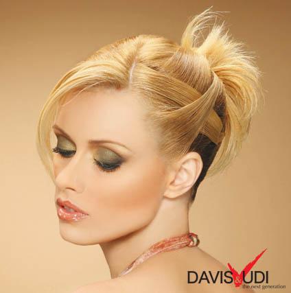вечерна прическа за вдигната средно дълга коса